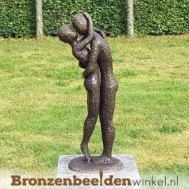 """Huwelijkscadeau tuinbeeld """"Innig Liefdespaar"""" incl. sokkel"""