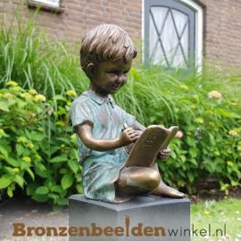 Bronzen schrijvend jongentje als tuinbeeld BBW0802br