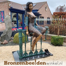"""Tuinbeeld """"Dame op Hek"""" BBW1017"""