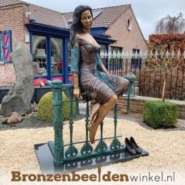 "Groot beeld ""Dame op Hek"" BBW1017"