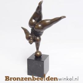 """Dikke dames beeldje """"Balancerende vrouw op sokkel"""" BBWSL53"""