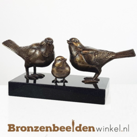 Vogels met jong op sokkel BBW80004