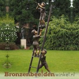 Tuinbeeld kinderen op ladder BBW1133