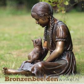 Meisje met poes als tuinbeeld BBW854