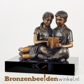 Beeld jongen en meisje lezend BBW2269br