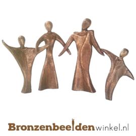 """Beeldje gezin """"Hand in Hand"""" BBWP47650v2"""