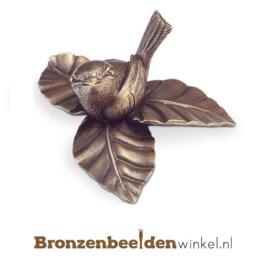 Bronzen vogel op blad BBW85306