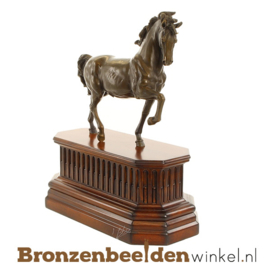Paarden beeld op houten plateau BBWJK54