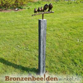 Tuinbeeld vogel paartje met 3 jonkies op sokkel BBWVM3KOS
