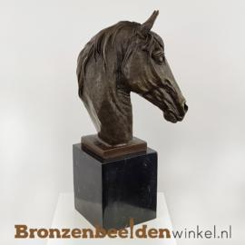 Beeld paardenhoofd op sokkel BBWTM47