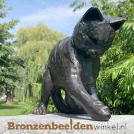 Bronzen beeld spelende kat met bal BBW1354br