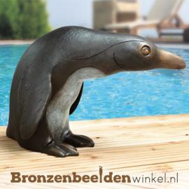 Zwembad beeld Pinguïn van brons BBW37179
