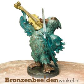 Beeld eend met viool in brons BBW87533