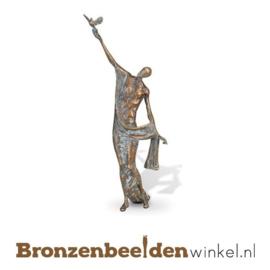 """Sculptuur """"Vrijheid geven"""" BBW84171"""