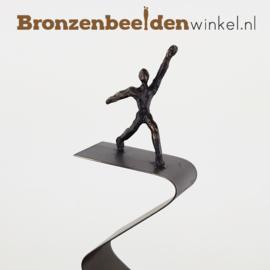 """Zakelijk beeldje """"Balancerend op de Top"""" brons"""
