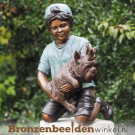 Tuinbeeld jongetje met hondje BBW94628