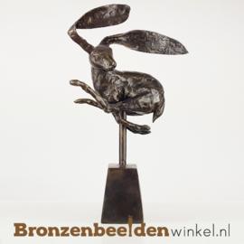 Beeld springende haas - bruine patina BBW009br01b