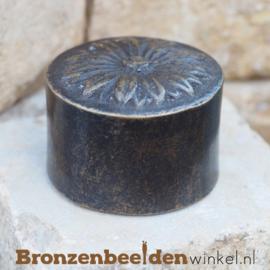 Bronzen asbeeldje met margriet BBW0407BR