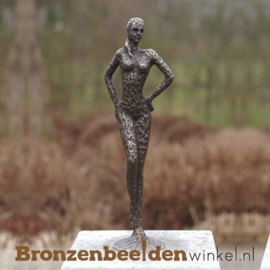 """Vrouwenbeeld """"Het Fotomodel"""" van brons BBW1973"""