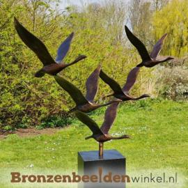 Abstract tuinbeeld ''De 5 ganzen'' op Zwart granieten sokkel BBWF5GZG