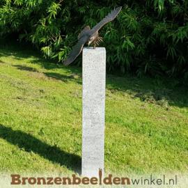 Tuinbeeld adelaar op Hardsteen sokkel BBW1247br