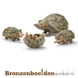 Bronzen egel met jonge egeltjes BBW37981