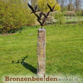 Abstract tuinbeeld ''De 5 ganzen'' op Basalt sokkel BBWFGBS
