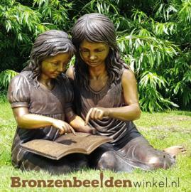 Lezende meisjes als tuinbeeld BBW965