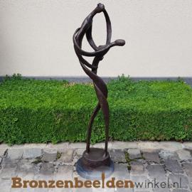 """Abstract tuinbeeld """"Verslingerd aan Elkaar"""" BBW52230br"""