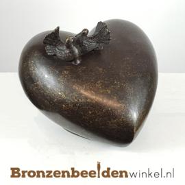 Bronzen asbeeld hart met tortelduifjes BBW0551br