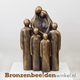 """Beeldje """"Vader en moeder met 4 grote kinderen"""" BBW064br04"""