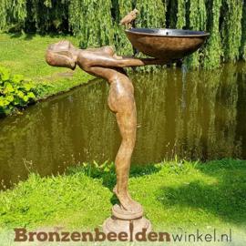 Waterpartij naakte vrouw met vogeldrinkbak BBW52855br