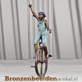 Bronzen beeld jongetje op eenwieler fiets BBW51326br