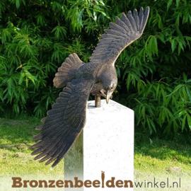 Tuinbeeld adelaar op Hardstenen sokkel BBW1247br