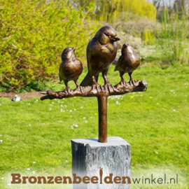 Tuinbeeld vogel moeder met 2 jonkies op sokkel BBWM2KOS