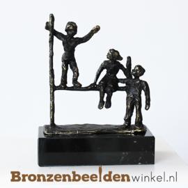 """Beeldje """"Spelende kinderen"""" BBW005br76"""