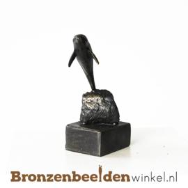 """Dierenbeeldje """"Dolfijn op sokkeltje"""" BBW006br08"""