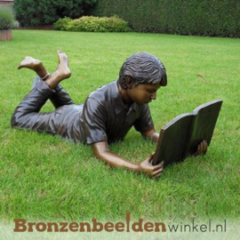 Lezende jongen als tuinbeeld BBW931