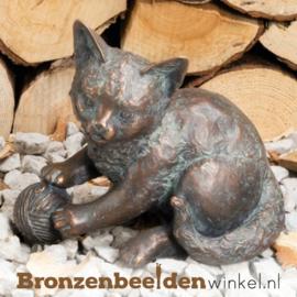 Bronzen beeld spelende kat BBW37254