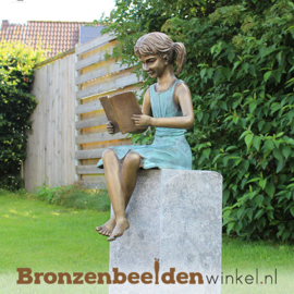 Bronzen tuinbeeld lezend meisje BBW1571br