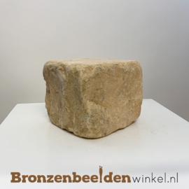 Gekapt hardsteen sokkel 10x10x8 cm *GEEL*