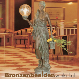 Vrouwen tuinbeeld met verlichting BBWR88170