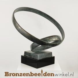 """Beeld trouwringen """"Gedragen door Liefde"""" BBW2701br"""