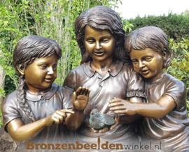 """Groot beeld """"3 meisjes op boomstam"""" BBW959"""