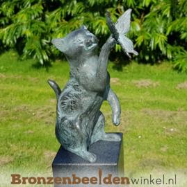 Bronzen beeld kat met vlinder BBW1197br