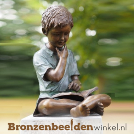 Bronzen tuinbeeld lezende jongen BBW1561br