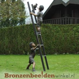 Tuinbeeld kinderen op ladder BBW1289