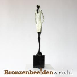 """Sculptuur """"Stijlvolle jonge man"""" BBW003br30"""