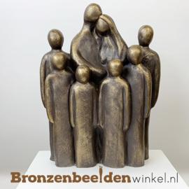 """Beeld """"Vader en moeder met 6 grote kinderen"""" BBW064br06c"""