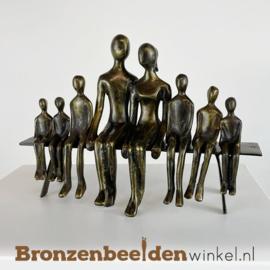 Beeldje ouders met 5 zoons en 1 dochter BBW001br67